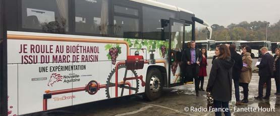 Un bus roulant au marc de vin en Nouvelle-Aquitaine