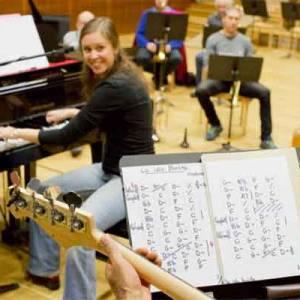 Jennifer Quillet, piano musique actuelle, formation musicale, accompagnement du chant et composition, à Saint André de Sanonis dans l'Hérault