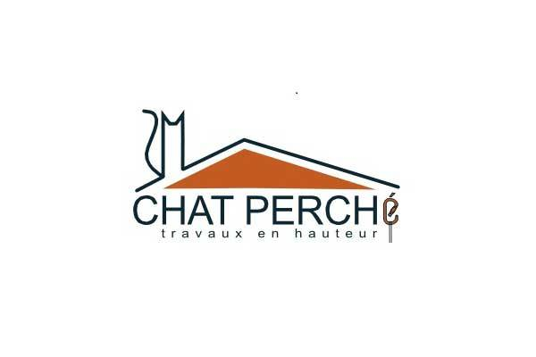 Chat perché, travaux en hauteur à Pégairolles de l'Escalette dans l'Hérault